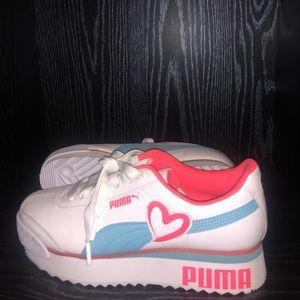 PUMA woman's Roma amor heart shoe! (S8.5)